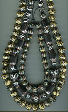 ¤ Antique Venetian beads from the African trade circa late early African Trade Beads, African Jewelry, Ethnic Jewelry, Ancient Jewelry, Antique Jewelry, Jewelry Making Beads, Beaded Jewelry, Polymer Beads, Handmade Jewelry Designs