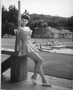 Ava Gardner, not yet a star, 1940s                      (via latinamericana)