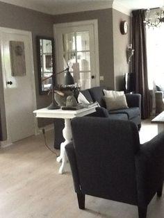 Door de keuze van grijstinten gecombineerd met wit en hele rustige en stijlvolle uitstraling.