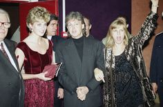 Paul and Linda McCartney with  Lady Diana -Music Palace - Lille, (France)1992 (AP Photo/Lionel Cironneau)