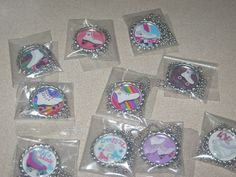 10 complete necklaces all have their own chain. Roller Skating Party, Skate Party, Birthday Party Favors, Birthday Parties, Birthday Ideas, 9th Birthday, Party Rings, Son Luna, Balloons