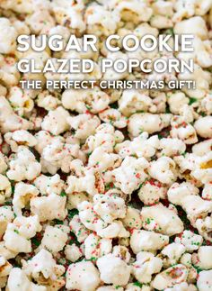 We've got this easy, tasty recipe for sugar cookie popcorn that's got all the yummy flavors of a sugar cookie, but transformed into a sweet and slightly salty treat! Popcorn Snacks, Candy Popcorn, Gourmet Popcorn, Sugar Popcorn, Popcorn Toppings, Popcorn Seasoning, Popcorn Balls, Pop Popcorn, Christmas Popcorn