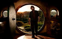 Peter Jackson Talks The Hobbit. Peter Jackson talks similarities to Lord of the Rings, his reluctance to direct, and more on the set of The Hobbit. Hobbit 2, Hobbit Films, The Hobbit Movies, Hobbit Hole, Hobbit Land, Martin Scorsese, Stanley Kubrick, Alfred Hitchcock, Renoir