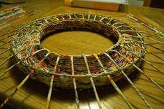 Calabash Bazaar: Wianek Recycled Magazine Crafts, Recycled Paper Crafts, Recycled Magazines, Newspaper Crafts, Paper Weaving, Basket Weaving, Woven Baskets, Arts And Crafts, Diy Crafts