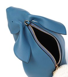 hand made accessories Ledertasche Bunny Mini - Loewe Leather Gifts, Leather Bags Handmade, Handmade Bags, Crea Cuir, Diy Bags Purses, Women's Bags, Leather Bag Pattern, Novelty Bags, Small Tote Bags