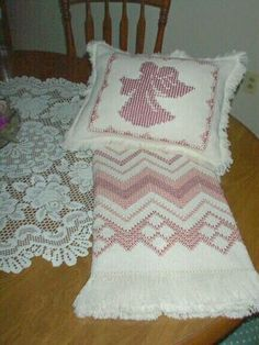Swedish Weave afghan and pillow gift for a dear friend. Weaving Designs, Weaving Projects, Embroidery Patterns, Hand Embroidery, Crochet Patterns, Free Swedish Weaving Patterns, Swedish Embroidery, Monks Cloth, Loom Weaving