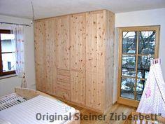 Zirbenholzschrank für Schlafzimmer