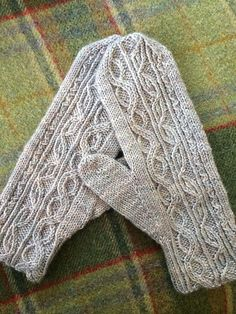 Ravelry: Project Gallery for Twist Mittens pattern by Stephannie Tallent