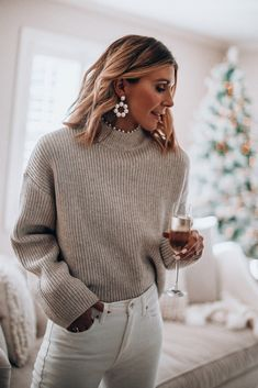 Casual Holiday Party Outfits Source by holiday party outfit Holiday Party Outfit Casual, Day Party Outfits, Dressy Casual Outfits, Rock Outfits, Winter Outfits, Summer Outfits, White Jeans Winter, Cute Christmas Outfits, Christmas Sweaters