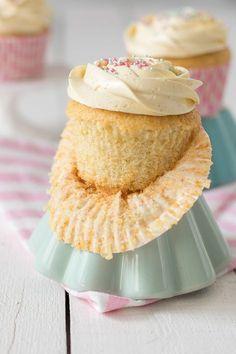 Ideas cupcakes decorados boda for 2019 Healthy Cupcakes, Yummy Cupcakes, Cupcake Cookies, Cupcake Frosting, Cheesecake Cupcakes, Vanilla Cupcakes, Vanilla Cake, Cupcake Recipes, Dessert Recipes