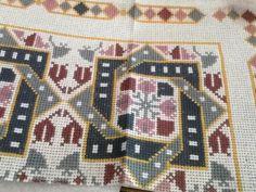 Gallery.ru / Фото #56 - δεκα ο&#954 - ergoxeiro Cross Stitch Borders, Cross Stitch Rose, Cross Stitch Flowers, Cross Stitch Designs, Cross Stitch Patterns, Beaded Embroidery, Cross Stitch Embroidery, Embroidery Patterns, Palestinian Embroidery