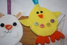 Jeg satt og skisset små påskefigurer... og kom til å tenke på at de burde kunne enkelt bli små filtfigurer. Som tenkt, så gjort... Jeg tegne... Easter, Christmas Ornaments, Holiday Decor, Crafts, Decorating, Home Decor, Kunst, Pictures, Decor