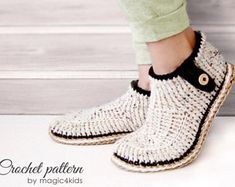 Crochet Boots, Crochet Slippers, Crochet Slipper Pattern, Crochet Patterns, Basic Crochet Stitches, Loafers For Women, Knitting Socks, Slip On Shoes, Footwear