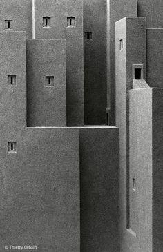 Estas arquitecturas siempre han sido para mi, sitios intemporales que abren a la ficción y la ciencia humana. Thierry Urbain, fotógrafo.