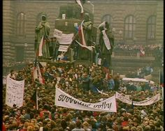 "History : ""The Velvet Revolution"" - Prague, 1989 Old Pictures, Old Photos, Vintage Photos, Political Organization, Prague Czech Republic, Golden Days, My Roots, Most Beautiful Cities, My Heritage"