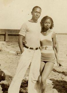12 African American Beach Portraits We Adore – Black Southern Belle African American Fashion, African American History, American Women, Black Love Images, Vintage Black Glamour, Vintage Soul, American Photo, Beach Portraits, Family Portraits