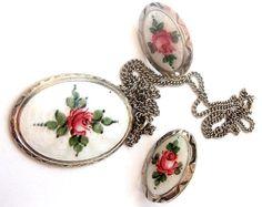 Earrings pendant enamel a la Norwegian roses от ODMIVINTAGE