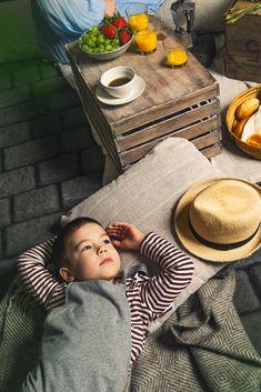 Kesällä ei ole kiire minnekään. Ja loman voi viettää hyvin myös ihan kotona. Kuvan tuote: lakka Loimuhulekivet 80. #pihakiveys #loma #kesä #pihakivet #patio