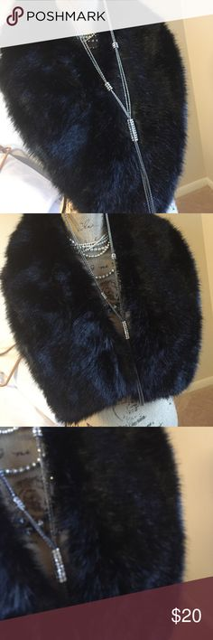 Faux Black Mink🍸🎩🍸🍸🎩 43in faux black mink collar... Beautiful and very believable!  Warm and snuggly too!  Pair with and sweater or coat!  Perfect gift too.... Still has tags🍸🎩🍸🎩🍸 mossino Accessories Scarves & Wraps