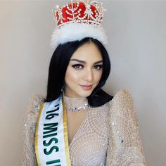 Miss International 2016 - Kylie Verzosa - Philippines Kylie Verzosa, Gold Crown, Beauty Queens, Philippines, Beautiful Women, Crowns, Dream Wedding, Faces, Collections