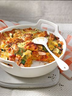 Fast Chicken Potato Casserole Source by Duck Recipes, Chicken Recipes, Chicken Potato Casserole, Oven Dishes, Happy Foods, Eat Smart, Yum Yum Chicken, Casserole Recipes, Food Inspiration
