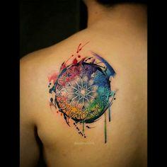Tatuagem de Mandala |  aquarela nas costas