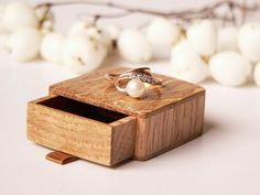 Engagement ring box - slim, elegant, handmade of oak by Woodstorming