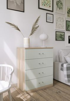 Customize the Malm IKEA dresser with the Astrid drawer fronts and Kristina pulls. Customize the Malm IKEA dresser with the Astrid drawer fronts and Kristina pulls by Ikea Malm Drawers, Ikea Dresser Hack, Dresser As Nightstand, Dresser Ideas, Ikea Hacks, Hacks Diy, Do It Yourself Ikea, Malm Hack, Malm Bed