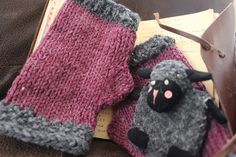 Perfect stashbuster! Make these wristwarmers/mitts with Lion Brand Wool-Ease and size 7 knitting needles. Free pattern on Raverly!