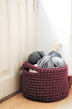 Large crochet basket tutorial, just run through Google translate for English