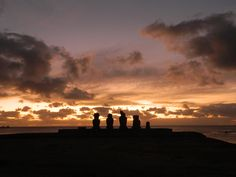 12 THINGS YOU MUST DO ON EASTER ISLAND Watch the sunset in front of Tahai