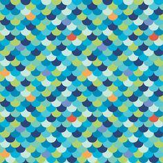 Tela infantil 100% algodón orgánico de primera calidad de Monaluna (USA). Coloridas escamas de pez en azules, rojos, naranjas y verdes. Ancho 110 cm. El patrón se repite cada 10 x10 cm. (an. x al.). Cada escama mide 12 mm de ancho. Es ligera, ideal para patchwork, confección, decoración y otros proyectos de costura.