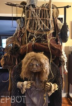 If you're impressed with the final product, wait until you see the step-by-step process of creating the junk lady from Jim Henson's Labyrinth. Jim Henson Labyrinth, Labyrinth 1986, Labyrinth Movie, Sarah Labyrinth, Cool Costumes, Costumes For Women, Halloween Costumes, Costume Ideas, Halloween 2020