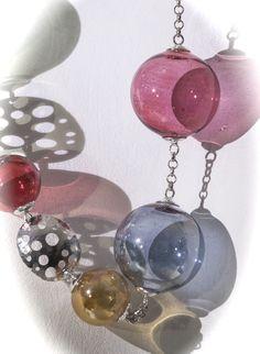 """Collana """"Infinita Leggerezza"""" con perle in vetro soffiato di Murano Necklace """"Endless Lightness"""" with beads in Murano blown glass"""