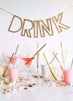 39 Easy DIY Party Decorations - Metallic Straws - Quick And Cheap Party Decors, Easy Ideas For DIY Party Decor, Birthday Decorations, Budget Do It Yourself Party Decorations http://diyjoy.com/easy-diy-party-decorations