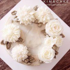 Real New Dahlia, only white is enough #bakingclass#buttercream#cake#baking#수제케이크#weddingcake#버터크림케이크#꽃#flowers#buttercake#플라워케이크#wedding#버터크림플라워케이크#specialcake#birthdaycake#flower#장미#rose#디저트#케이크#cupcake#dessert#food#beautiful#부케#bouquet#instacake#꽃스타그램#flowercake#peony@yoon2222222