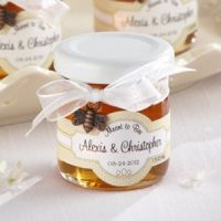 These Personalized Honey Wedding Favors are so cute!