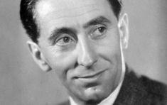 Přestože mu bylo kolem třiceti, často hrál role starých mládenců. Jndrich Plachta Soviet Union, Famous Faces, Movie Stars, Famous People, Let It Be, Country, Retro, Czech Republic, Celebrities