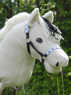 Aiheeseen liittyvä kuva Stick Horses, Hobby Horse, Toy, Animals, Craft, Animales, Animaux, Clearance Toys, Wooden Horse