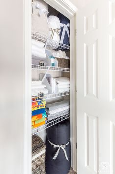 Exceptionnel Easy Linen Closet Organizing Ideas #organized #storage #linencloset  #organization Linen Closet Organization