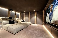 Chalet My World In Chalet My World there is a home cinema room for those who want to cosy up after a day on the slopes. The post Chalet My World & Home cinema appeared first on Elektronics .