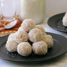 Easy Ladoo Recipe, Coconut Ladoo Recipe, Burfi Recipe, Indian Ladoo Recipe, Indian Dessert Recipes, Sweets Recipes, Desert Recipes, Indian Sweets, Gourmet