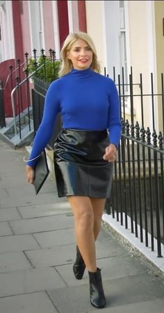 Having bad fashion sense is also bad for self-esteem. Holly Willoughby Legs, Holly Willoughby Outfits, Bad Fashion, Fashion Outfits, Black Leather Pencil Skirt, Leather Skirts, Thing 1, Classy Outfits, Work Outfits