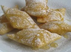Bolivian fried bread, tawas-tawas, dripping honey, dusted with sugar - Dessert Time Snack Recipes, Dessert Recipes, Cooking Recipes, Snacks, Baking Desserts, Churros, Bolivia Food, Bolivia City, Guatemalan Recipes