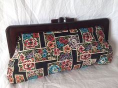 VINTAGE 50s 60s EMBROIDERED NEEDLEPOINT TAPESTRY FLORAL LUCITE CLUTCH BAG PURSE