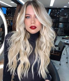 We have compiled here best ever ideas of blonde hairstyles to show off in this year. You just need to see here and find our latest trends of hairstyles Silver Blonde Hair, Blonde Hair Looks, Brunette Hair, Long Brunette, Brunette Color, Light Hair, Grunge Hair, Hair Highlights, Color Highlights
