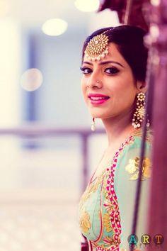 Trending Maang Tikka Designs worn by Real Brides (All Kinds & Sizes) Maang Tikka Design, Tikka Designs, Big Fat Indian Wedding, Indian Wedding Jewelry, Indian Weddings, Bridal Jewelry, Romantic Weddings, Indian Jewelry, Real Weddings