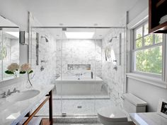 San Francisco Bay-area designer Kriste Michelini uses tile to create a divide between the wet and dry areas of the bathroom. She frequently experiments with unique combinations of tile and uses various tile shapes in the same marble material to create a sense of infinite space. Photo courtesy of Kriste Michelini