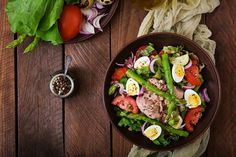 Salad with tuna, tomatoes, asparagus and onion. Salad Nicoise by Timolina on PhotoDune. Salad with tuna, tomatoes, asparagus and onion. Nicoise Salad, Cobb Salad, Menu Leger, Onion Salad, Cooking Recipes, Healthy Recipes, Tea Sandwiches, Salad Ingredients, Family Meals