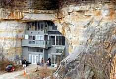 If you've ever wanted to live in a cave, this beautiful modern home in Festus, Missouri is the perfect blend of energy efficiency and rustic living. The foot underground home is built right inside a sandstone cave, featuring a modern interior space that Crazy Home, Sandstone Wall, Passive Design, Underground Homes, Unusual Homes, House Built, Building A House, Architecture Design, Hotels